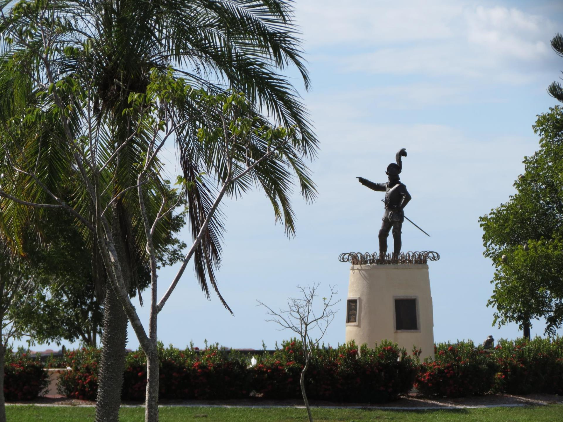 ponce statue next to palm tree