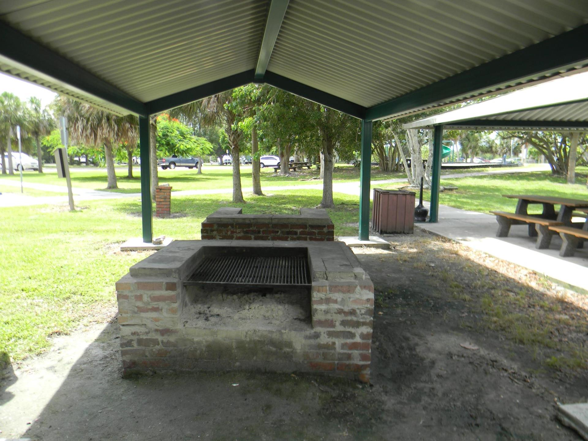 BBQ Grills at Ponce Park